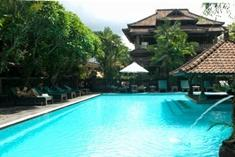 hotel-puri-bambu-swimming-pool